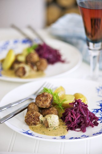 Meatballs with cream sauce, red cabbage and potatoes