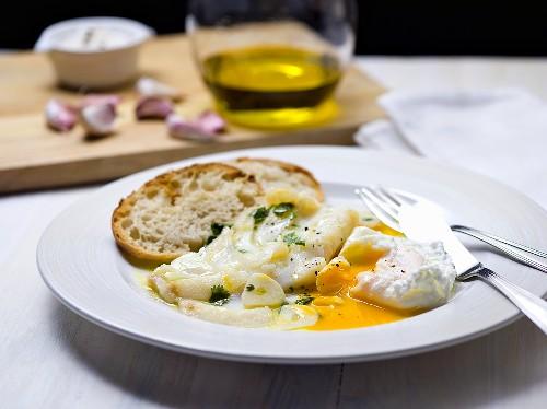 Acorda with cod, garlic and egg (Portugal)
