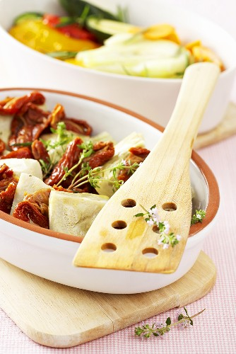 Marinated vegetables: artichokes with dried tomatoes