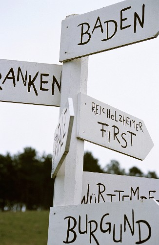 Signpost to wine-producing regions, 'Reicholzheimer First', Baden