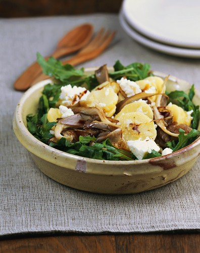 Potato salad with oyster mushrooms and rocket