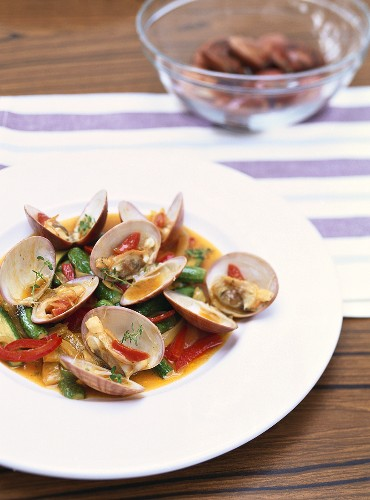 Zuppa di vongole (Clams with vegetables, Italy)