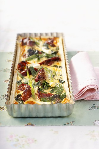 Leek and dried tomato quiche