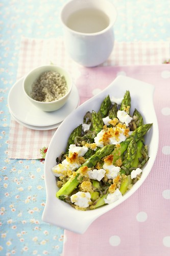Asparagus gratin with sheep's cheese