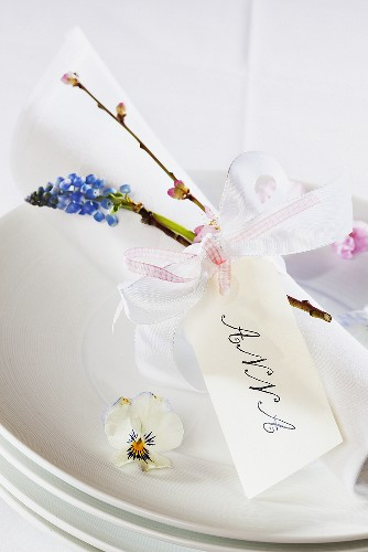 Name tags with Easter decoration
