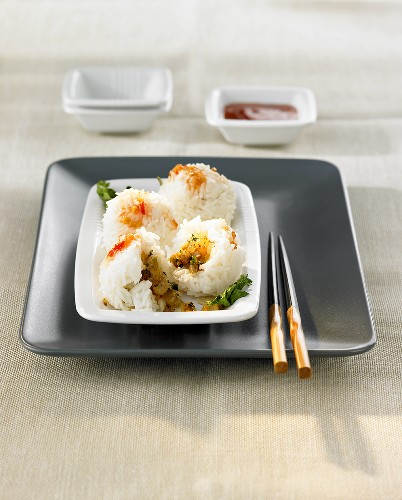 Four steamed rice balls with vegetable stuffing