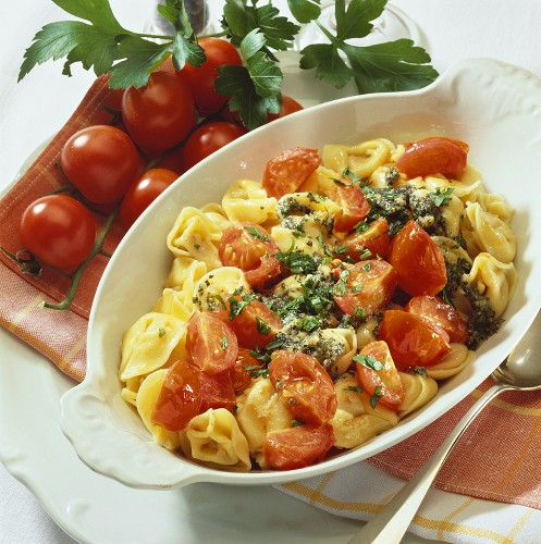 Filled cappalletti (hat-shaped pasta) with butter & tomatoes