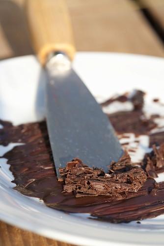 Creating chocolate flakes
