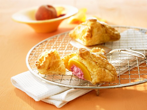 Puff pastry melba filled with peach and raspberry quark