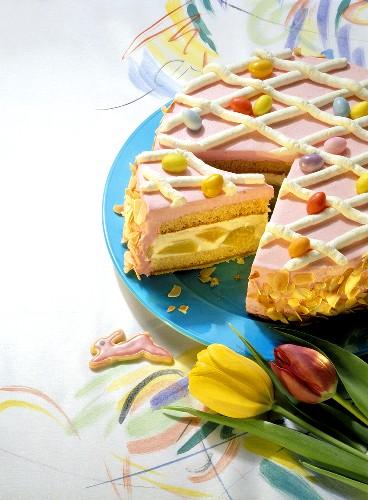 Quark cake with raspberry cream topping