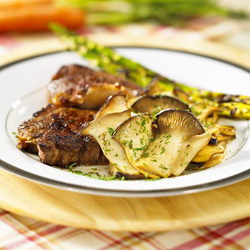 Steak with king oyster mushrooms and asparagus