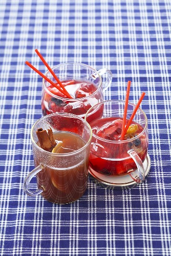 Jagertee (black tea and rum) & magic punch with dried fruit