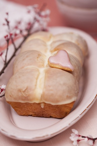 Yeast cake with a sherbet glaze
