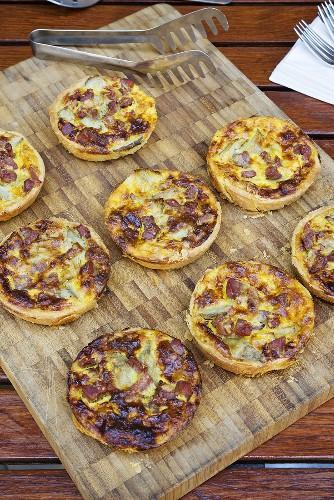 Individual ham and artichoke quiches
