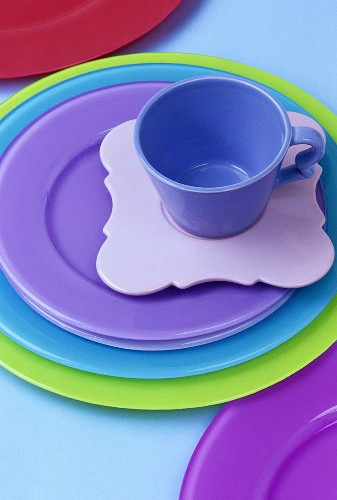 Coloured porcelain