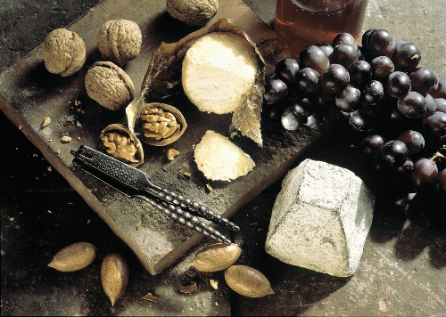Assorted Cheese with Grapes and Walnuts