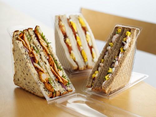 Verschiedene Sandwiches zum Mitnehmen