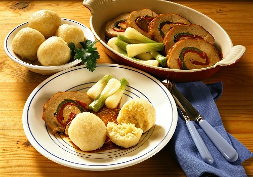 Hearty Rolled Roast with Bell Pepper