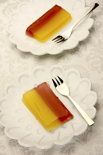 Grapefruit and orange jelly in slices