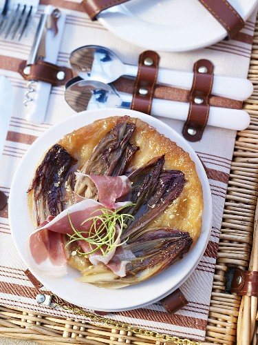 A puff pastry sandwich with chicory and pata negra ham