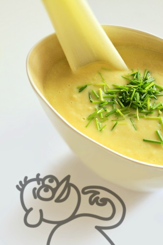 Banana curry soup with chives