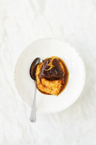Braised veal cheeks with pepper puree
