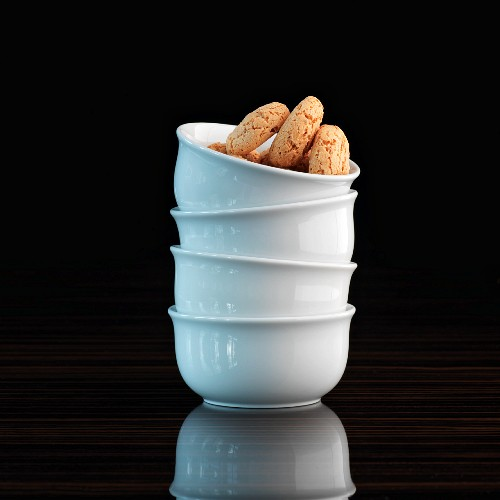 A stack of bowls with amarettini
