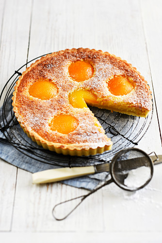 Amandine and apricot tart