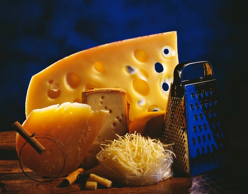 Gruyère,pieces and grated
