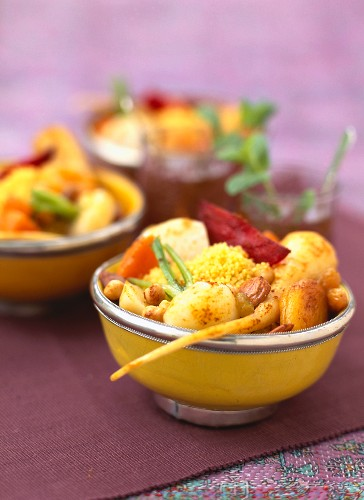 Ras-el-Hanout:Vegeterian couscous with old-fashioned vegetables and dried fruit
