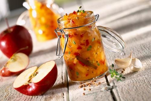 Apple and spice chutney