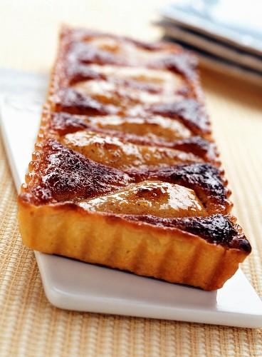 Pear and cinnamom almond tart