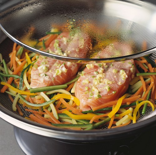 Salmon steak with crispy vegetables
