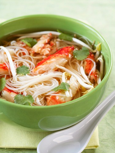 Chinese noodle and crab soup
