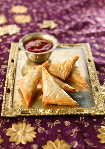 Samosa filled with mango and quorn