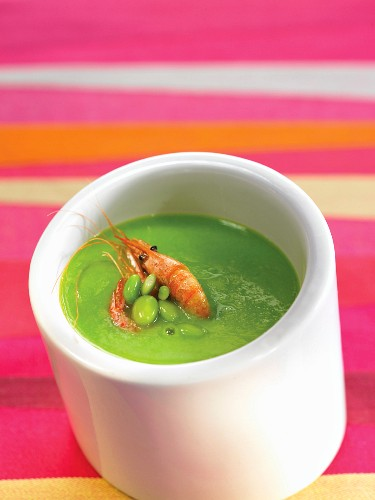 Cream of green bean soup with shrimps