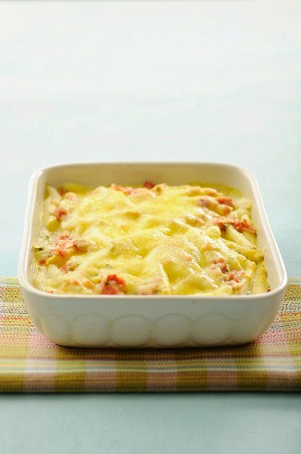 White asparagus and ham cheese-topped dish