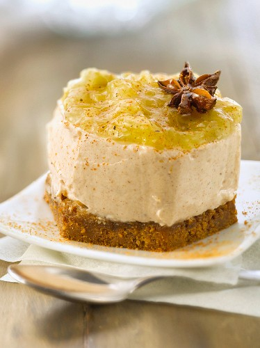 Spicy rhubarb compote cheesecake