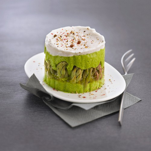Pea mousse with asparagus and goat's cheese