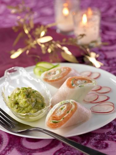 Salmon and cucumber wraps with avocado cream