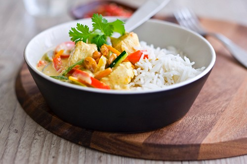 White rice and chicken with coconut milk and vegetables