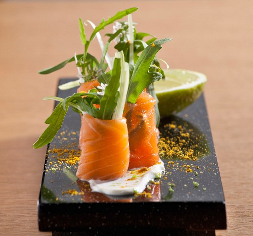 Smoked salmon and rocket lettuce rolls