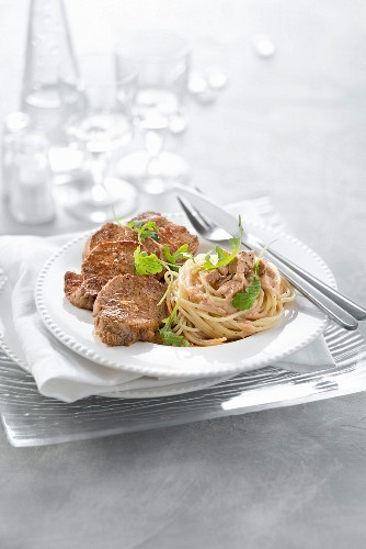 Veal Médaillon, spaghettis with foie gras and rocket lettuce