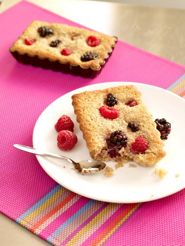 Small summer fruit cakes