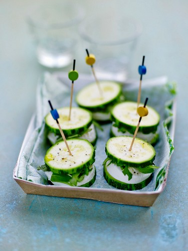 Courgette and goat's cheese capanés with aperitifs