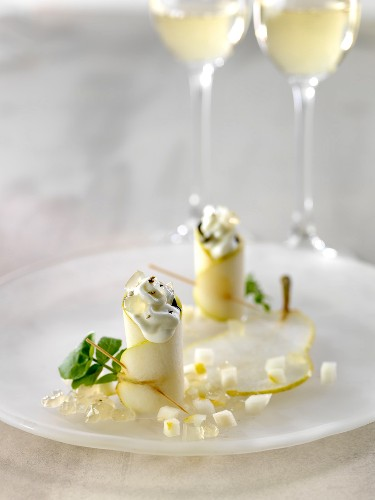 Pear and whipped cream makis, diced Champagne jelly