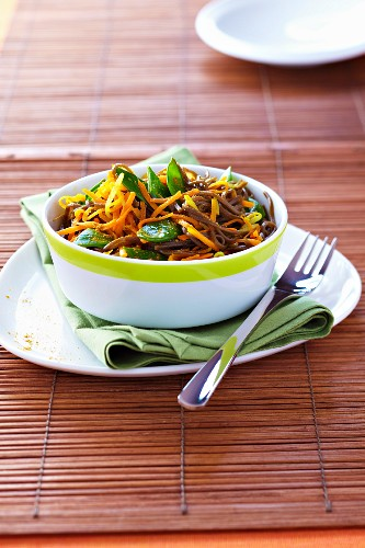 Soba noodles with carrots,sugar peas and turmeric