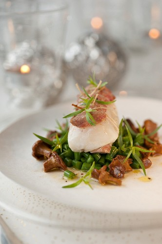 Small roasted monkfish fillet coated with thinly sliced duck breasts,green beans with butter,,chanterelles with tarragon