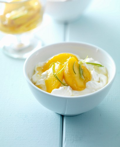Fromage Blanc mit Nektarinen und Limettenschale