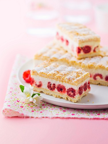 Almond macaroon biscuit, vanilla mousse and raspberry cake